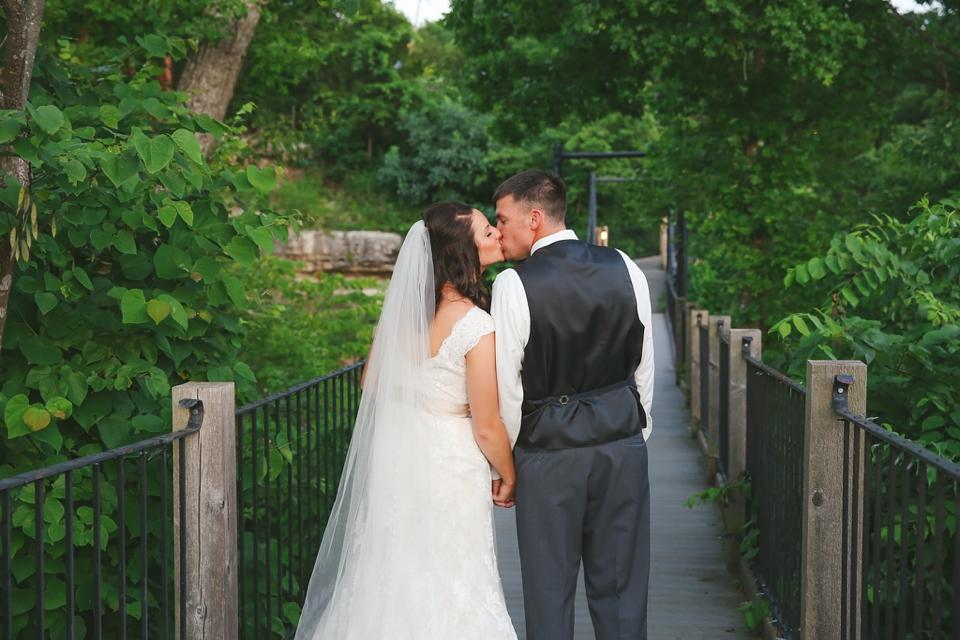 Big Cedar Lodge Wedding Photographer - Tiffany Kelley Photography - Branson MO - Cedar Creek Patio Wedding_0011
