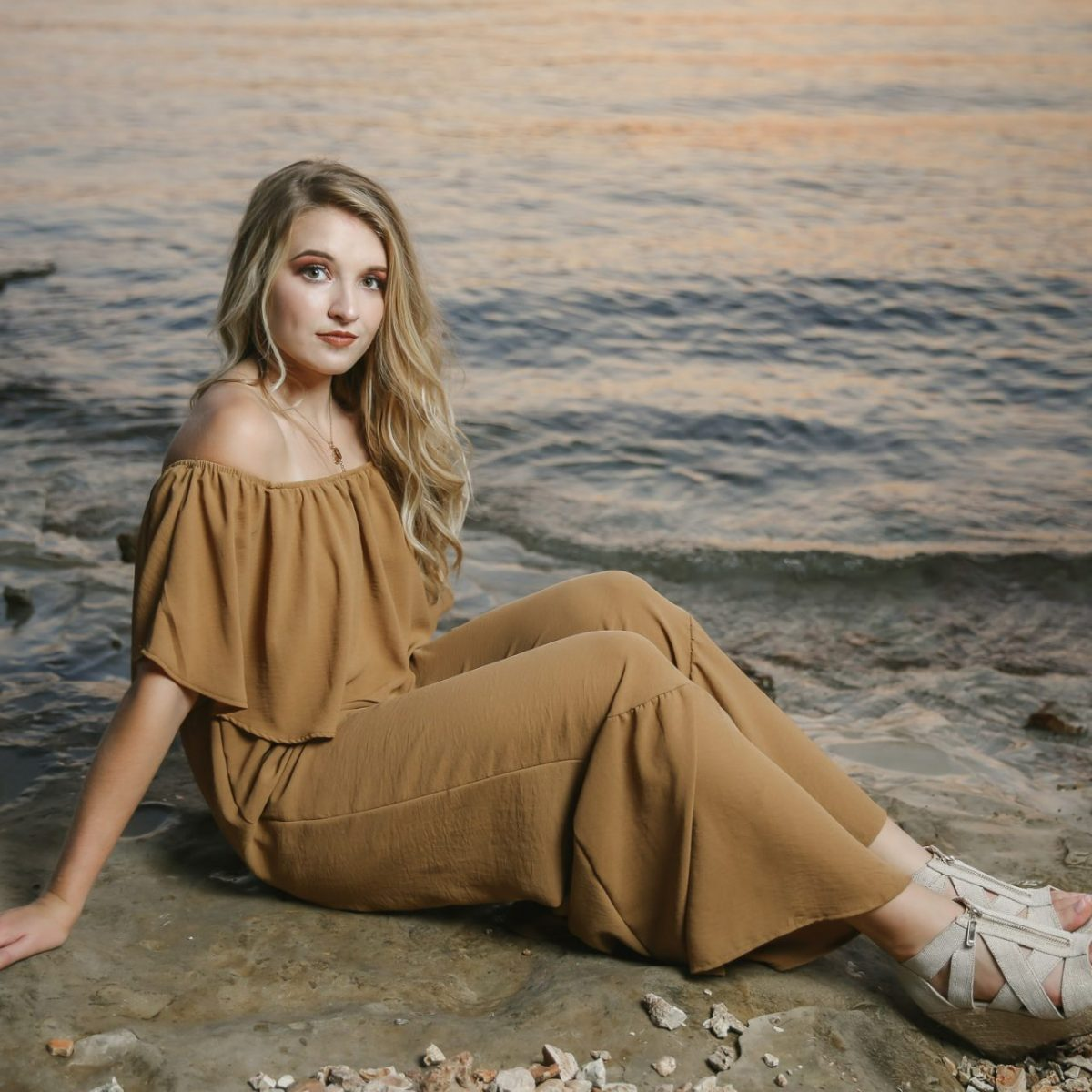 Featured Chloe Branson MO Senior Pictures Hollister High School Tiffany Kelley Photography